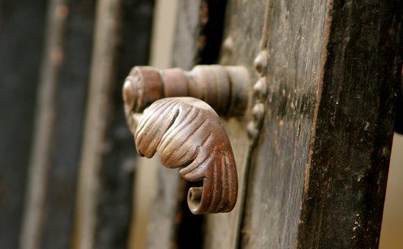 Дверные ручки деревянные